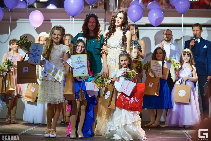 Фотографии с конкурса «Школьная красавица»